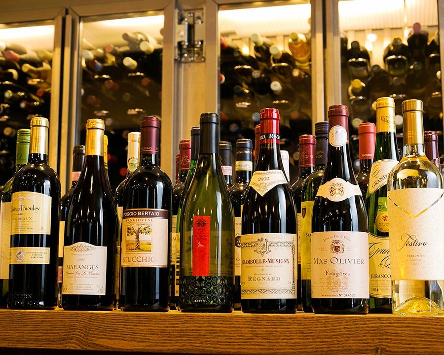 ソムリエール厳選ワイン200種以上