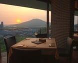 景色を見ながら お好きなお料理とワインを・・・