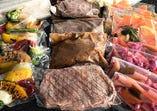 メインのお肉が全3種楽しめます。ご家族・お仲間と。ファミリー向きのセットです。