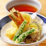 サクサク感を味わう「天ぷら盛り合わせ」