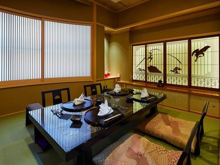 個室でごゆっくりと懐石コースをお楽しみいただきます。