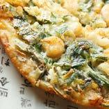 本場韓国料理も多数あり!海鮮チヂミやカンジャンセウが人気!