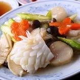 新鮮な魚介類使った海鮮炒め