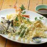 ■揚げ物     : 天ぷら盛り合わせ