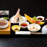 ミニひつまぶし、刺身、天ぷらの付いたお得なセットです。