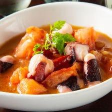タコをにんにくと唐辛子で炒めた漁師メシ『マリネーラ』