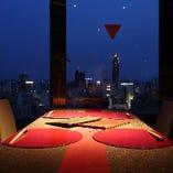 【個室】 夜景を一望できる特等席は最大20名様までご利用可能