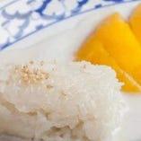 マンゴーともち米のココナッツミルク浸し