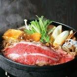 すき焼きは「木曽路」の特製すき焼きタレを使用しています。