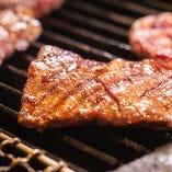 肉バル自慢のグリル料理、炭火焼きをぜひ一度ご賞味ください