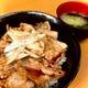 ランチタイム1番人気の炭火焼き豚丼