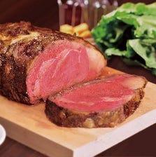 ボリューム満点の肉厚ステーキ