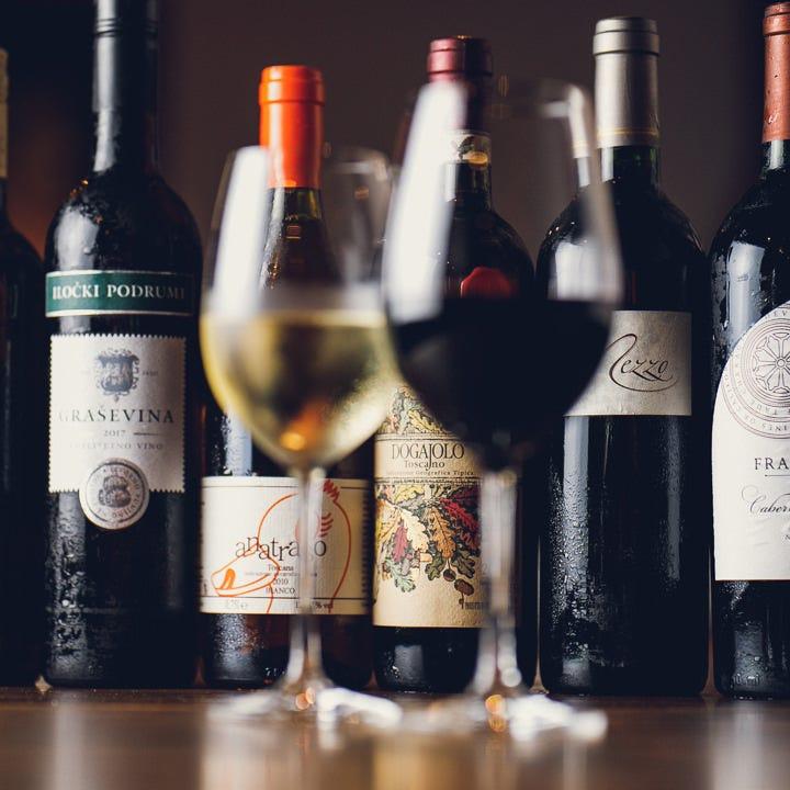 ソムリエが選んだ世界各国のワイン30種以上をご用意しております