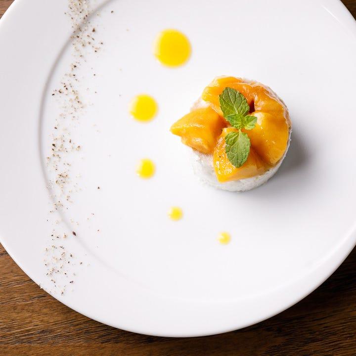 上質な味わいと華やかな盛り付けで皆様のディナーを贅沢に演出