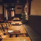 2~4名様でのディナーから10名様程度の横並びのレイアウトまで、幅広い人数に対応可能です