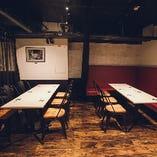 6名掛けのテーブル席を2卓ご用意