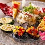 旬の野菜や魚貝を使った多彩な一品たち「Edy's 前菜盛り合わせ」