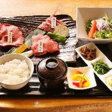 お昼も贅沢に厳選のお肉を楽しめる