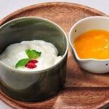 杏仁豆腐 マンゴーソース