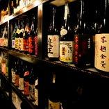 ずらりと並ぶお酒の宝箱