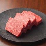 赤身肉が自慢!国産牛より厳選した部位のみご提供しています