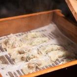 蒸したての肉餃子は一番人気!