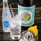 名物『満太郎レモンサワー』☆焼酎とレモン炭酸水、生搾りレモンの追加が可能!