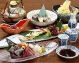 旬の魚をふんだんに盛り込んだ造りや煮物、焼き物、揚げ物など堂々全6品が揃う、「おまかせコース」