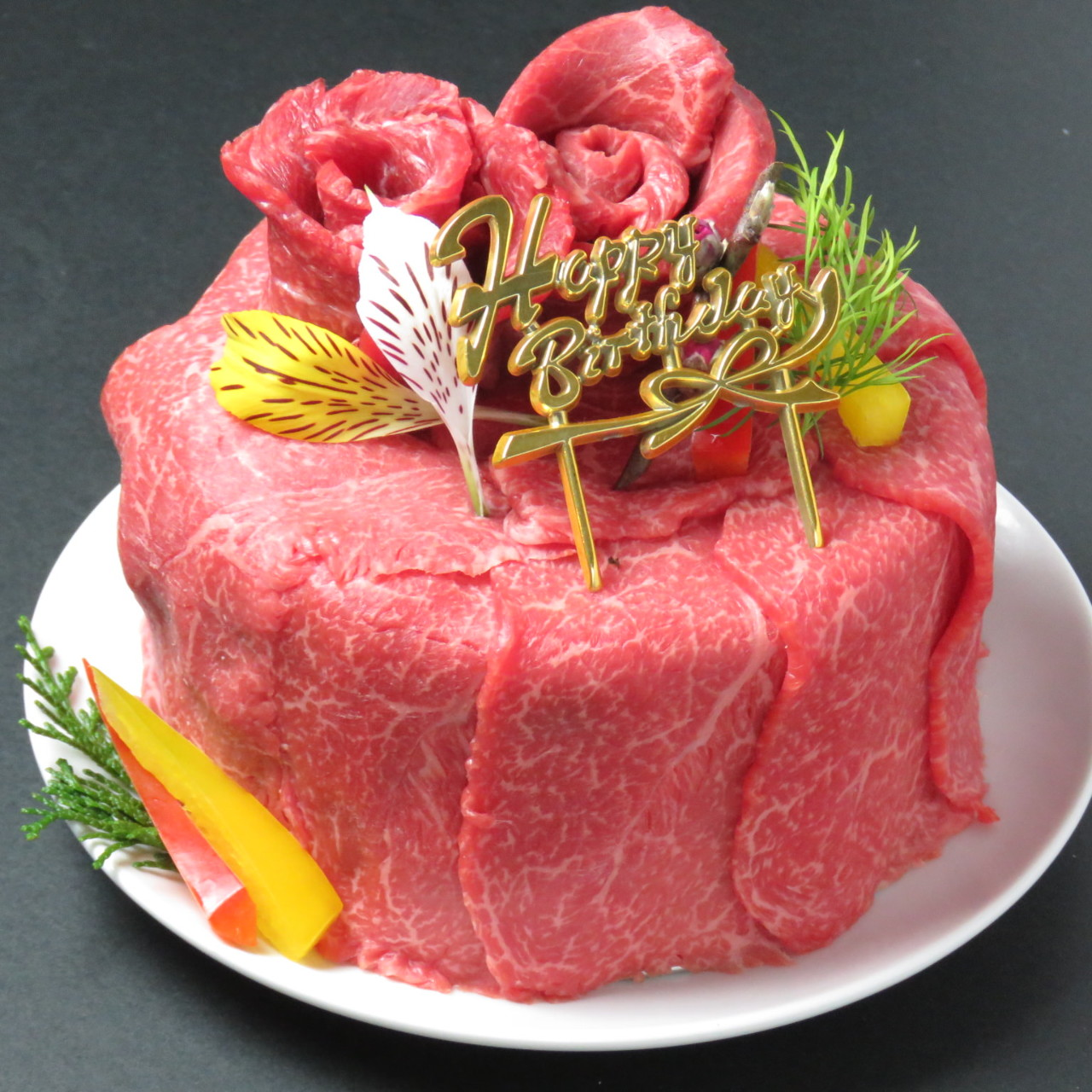 誕生日や記念日のサプライズ演出にもってこい!肉ケーキコース。
