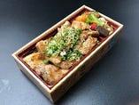 11、国産鶏モモ肉と豚カルビのガッツリ焼肉弁当