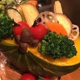 かぼちゃの器で作るグラタンは、当店人気メニュー☆