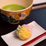 当店1番人気のお抹茶と季節の上生菓子セット。心安らぐひと時を