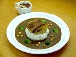 ひよこ豆入りポークカレー 柔らかく煮込んだ豚バラ肉のせ  スープ 付き