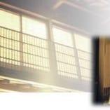 数寄屋造りを取り入れた純和風の当店。落ち着いた空間です。