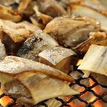 【炭焼き】 燻された香りや音が魅力の炭火焼きは魚もお肉も