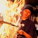 大きな火柱を上げて焼き上げる圧巻の「藁焼き」