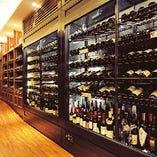 世界各国のワインを200種類以上取り揃えております