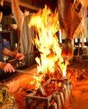 旬の食材を原始焼で豪快に調理致します。