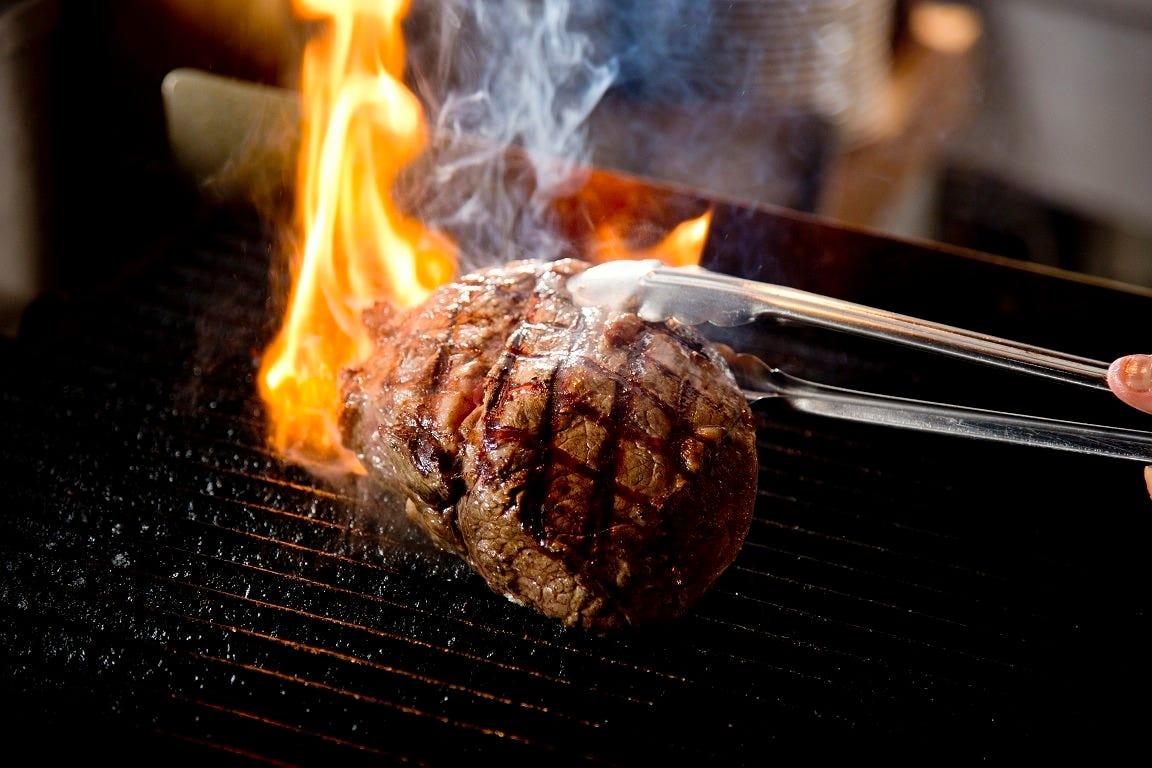 忘年会・宴会メニューもお肉がメインで