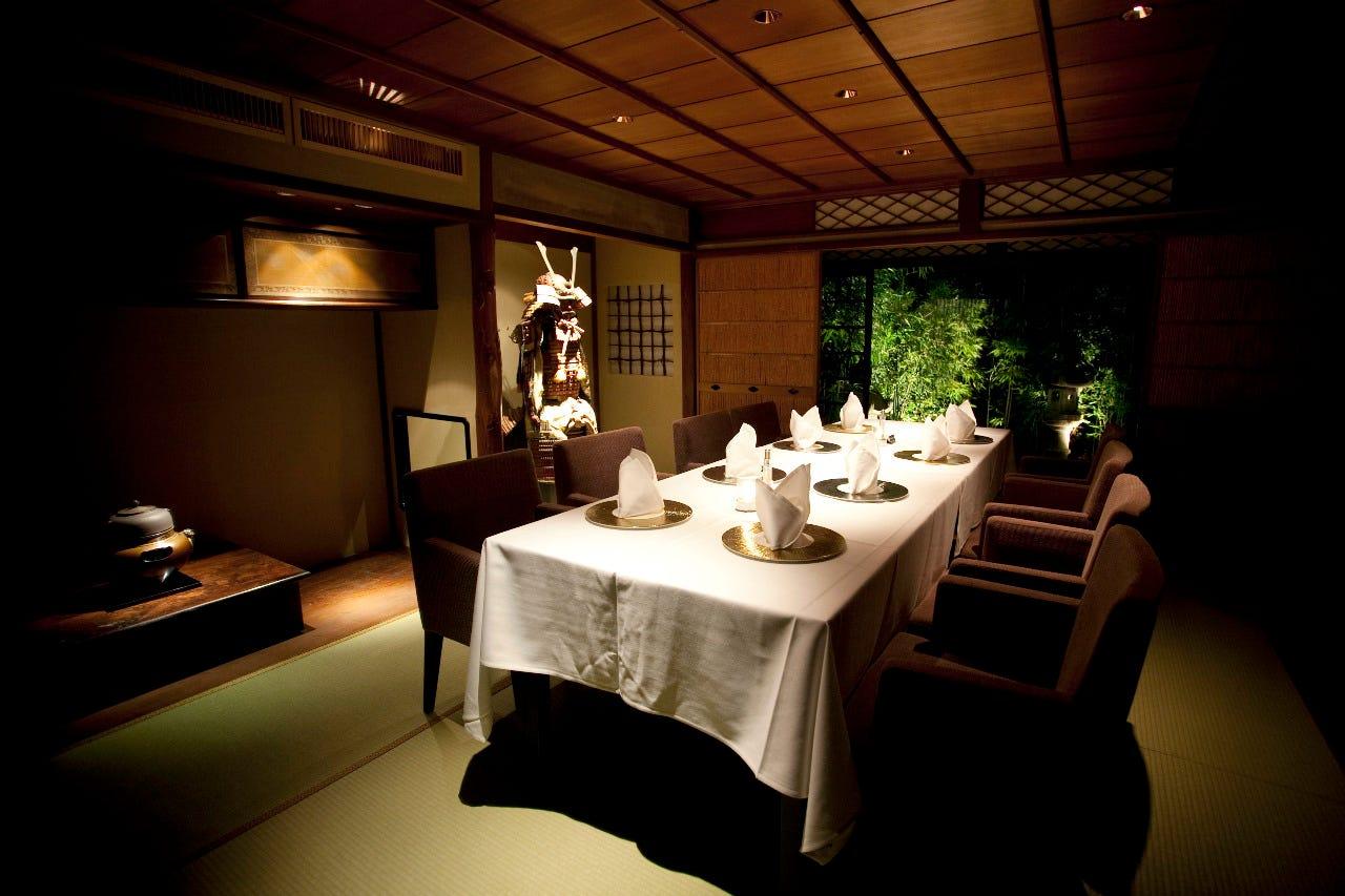 竹林と古民家に囲まれた趣ある空間