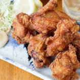ビールがすすむ!「若鶏の唐揚げ」は定番ながら、大人気の一品♪