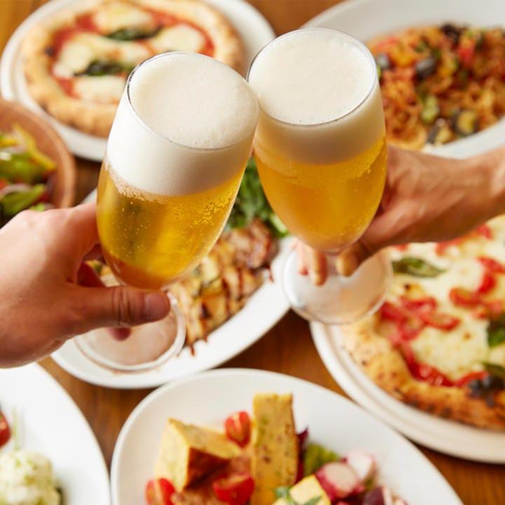 乾杯に欠かせないビールやイタリア産ワインなど約15種が飲み放題