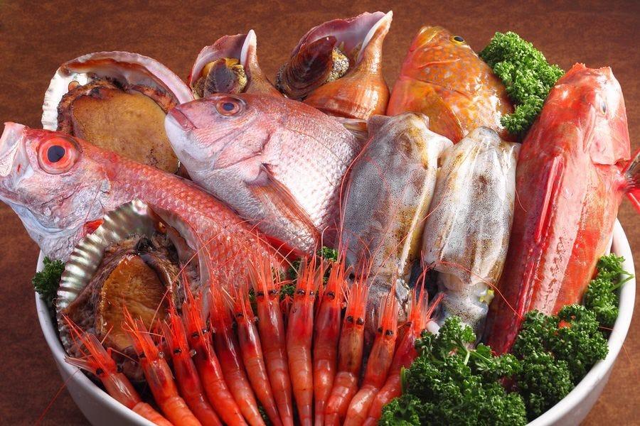 佐渡漁港直送の朝獲れ鮮魚
