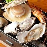 [七輪焼きも自慢♪] 新鮮魚貝を旨味グツグツ浜焼きスタイルで!