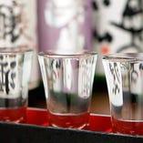 全国の蔵元から選りすぐった吟味地酒が常時40種。焼酎も20~30種
