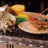 コースに登場の磯浜焼き 新鮮魚介類を豪快にテーブルで焼きます