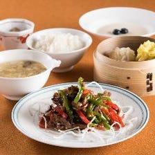 お好みのメイン料理を選べる「龍鳳ランチ」