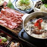 豚や牛タン、海鮮など豆乳しゃぶしゃぶは季節によって種類も様々