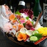 函館直送の鮮魚や市場で目利きした季節を感じる旬魚を舟盛りで♪