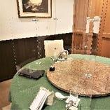 角テーブル丸テーブルそれぞれアクリル板付きで安心のお食事を!